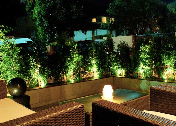 Luces de jardin gallery for Luces patio exterior