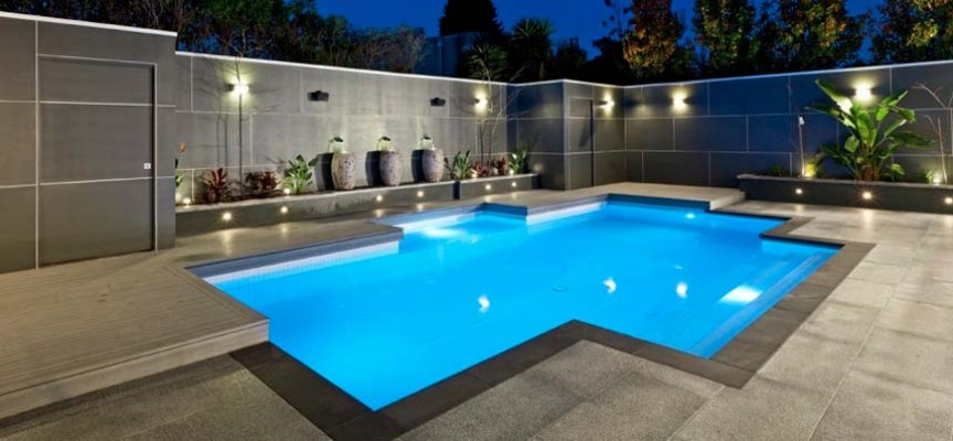 Decorar la piscina y sus alrededores for Ideas para decorar un patio con piscina